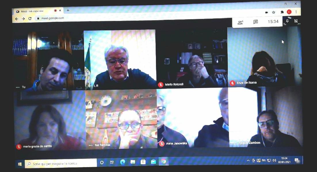 https://www.agenziaeventi.org/immagini_news/07-01-2021/videoconferenza-psicoterapeuti-volontari-croce-rossa-600.jpg