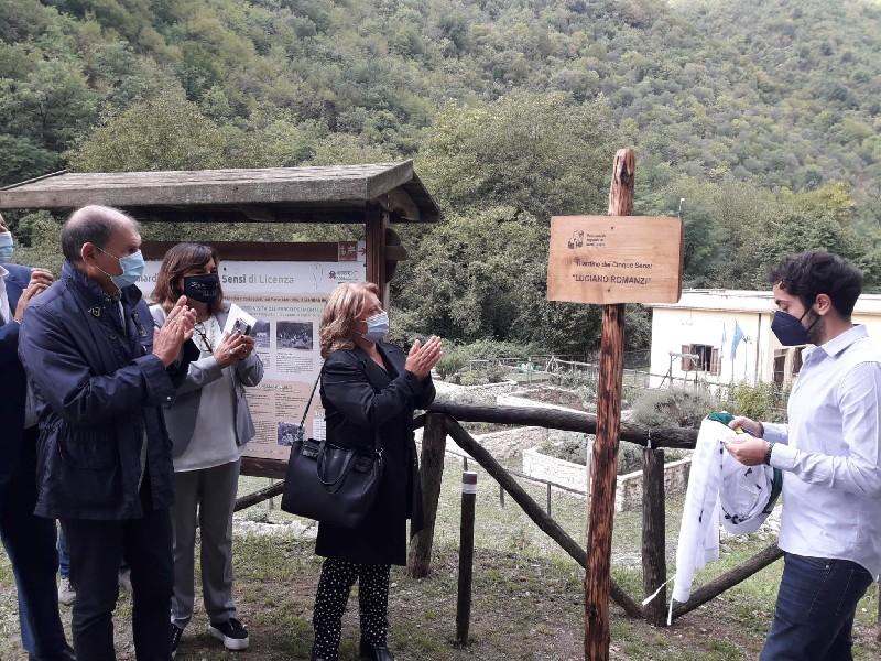 https://www.agenziaeventi.org/immagini_news/17-09-2021/licenza-intitolato-a-luciano-romanzi-il-giardino-dei-5-sensi-2512-600.jpg